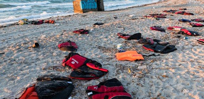 У берегов Ливии затонула лодка со 120 мигрантами - Фото