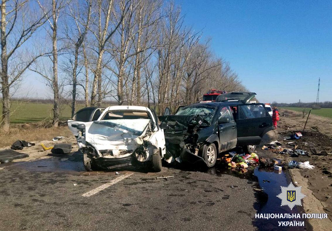 Встрашном ДТП вХарьковской области погибла семья сдетьми