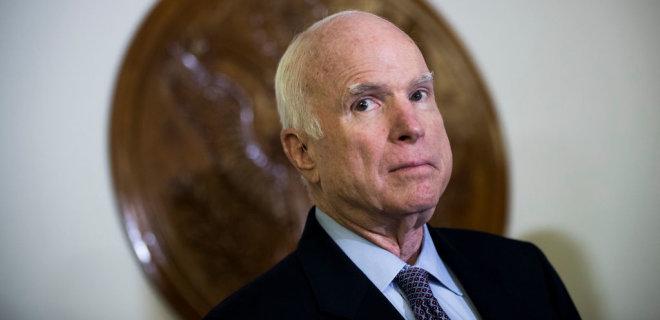 Американский сенатор Маккейн решил прекратить лечение от рака - Фото