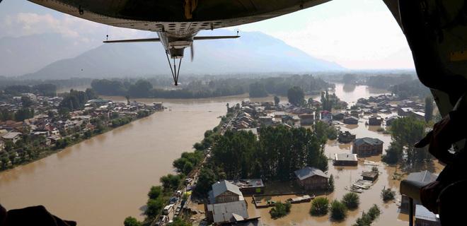 Масштабное наводнение в Индии унесло жизни более 400 человек - Фото