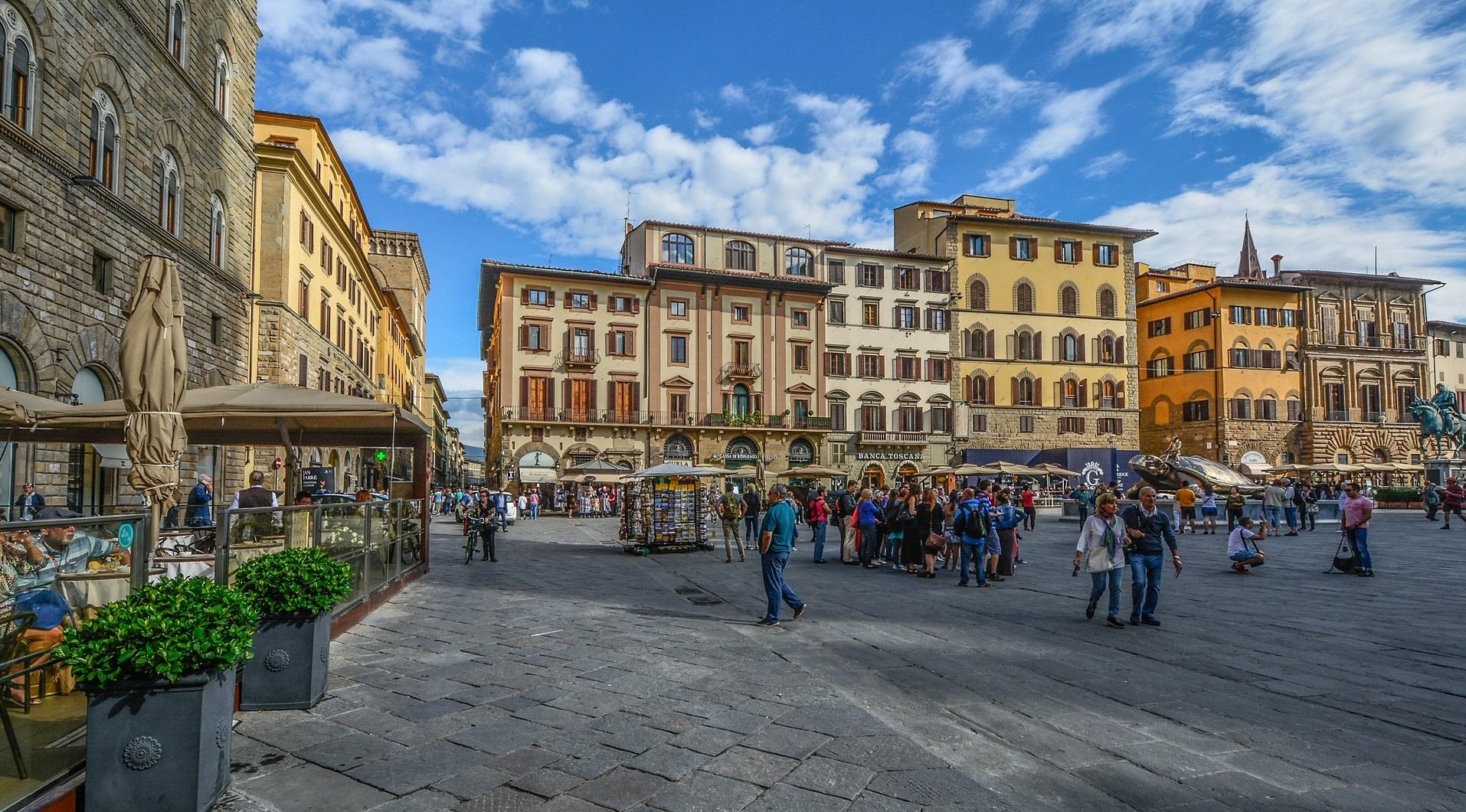 cf95cf2d98b8 Туристам запретили есть в центре одного из городов Италии (1.04 22)