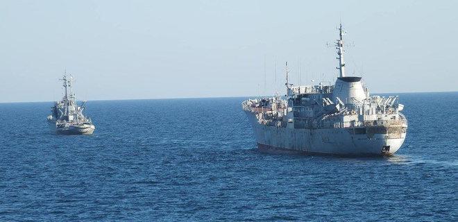 Картинки по запросу А500 «Донбасс» и морской буксир А830 «Корец»