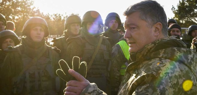Порошенко рассказал о зарплате военных в случае вторжения РФ - Фото