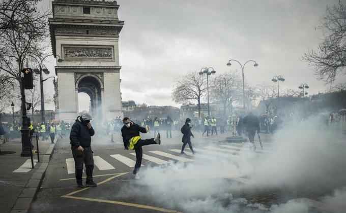 Во Франции девятую субботу подряд проходят протесты: фоторепортаж