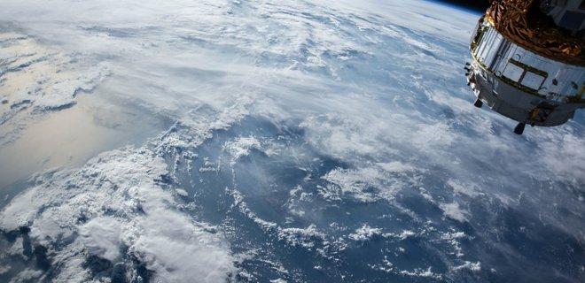 На орбите после 17 лет дрейфа внезапно взорвалась ступень ракеты - Фото