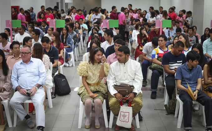 День влюбленных: на Филиппинах одновременно поженились 622 пары