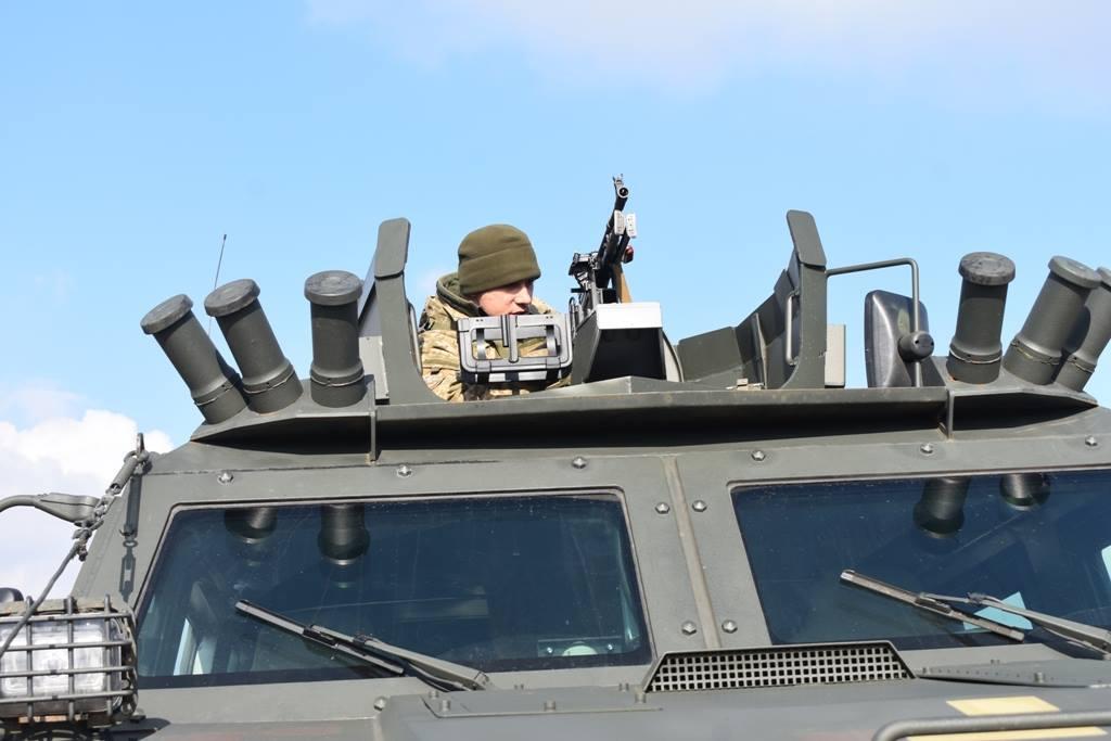 """Военные провели тест-драйв """"Козак-2"""" и стреляли в броневик: фото"""