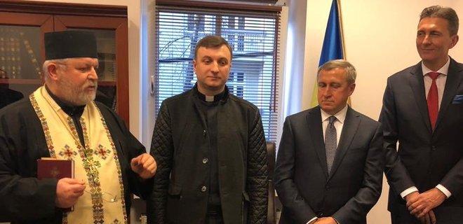 В Польше открыли еще одно украинское консульство - Фото