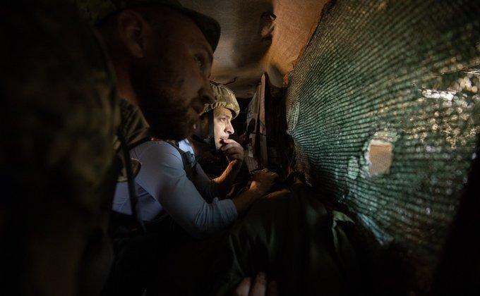 400 м от боевиков: Зеленский посетил передовую в Донбассе - фото