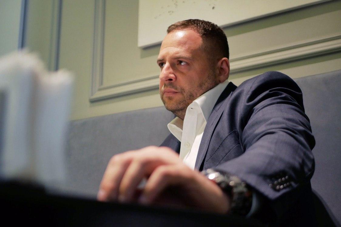 Помощник Зеленского пригрозил построить в Донбассе стену