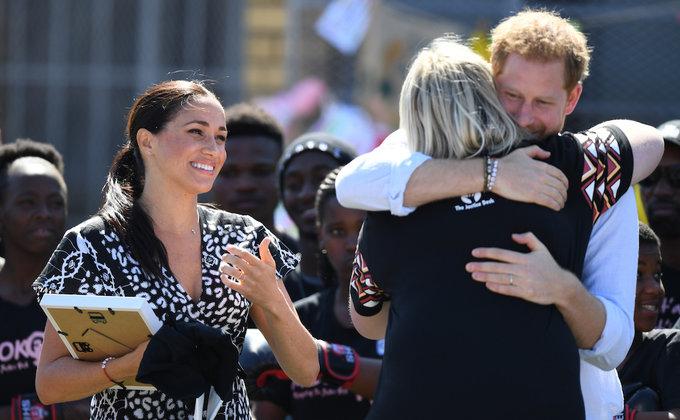 Танцы с африканцами. Турне принца Гарри и герцогини Меган: фото
