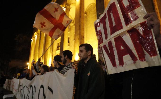 Протесты в Грузии: требуют перевыборов и ставят палатки - фото