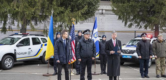 Посольство США передало Нацполиции 88 автомобилей - Фото