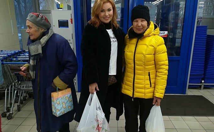 По Украине поддержали новую волну флешмоба #letshelpbabusya: фото