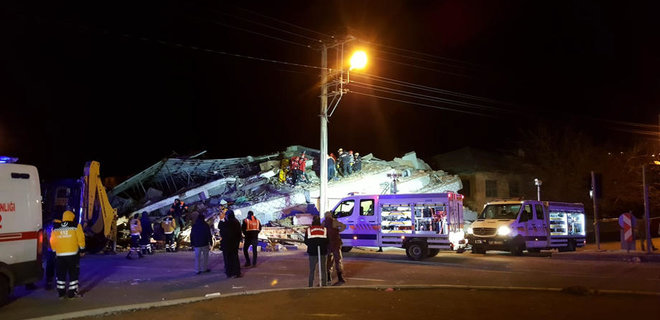 Мощное землетрясение в Турции: число жертв возросло до 20 - фото - Фото