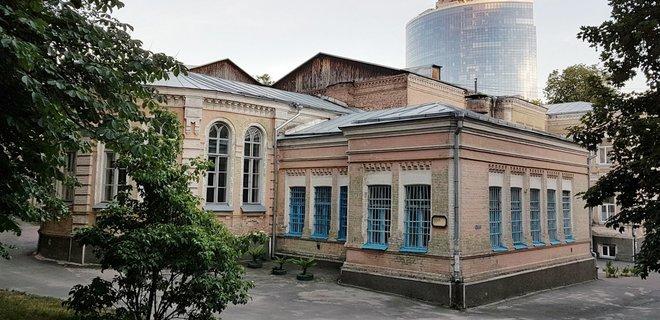 Коронавирус. Нацгвардия взяла под охрану Александровскую больницу в Киеве