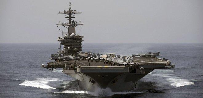 Авианосец США просит помощи: на борту более 100 военных заразились коронавирусом