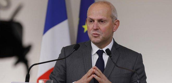 Во Франции почти 900 человек умерли от коронавируса в домах престарелых
