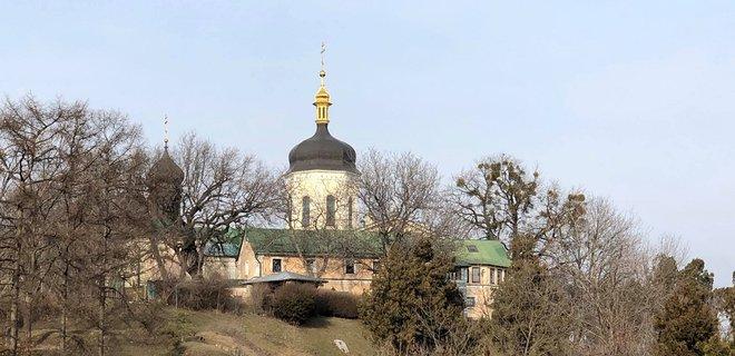 В Киеве архиепископ УПЦ МП попал в больницу с коронавирусом