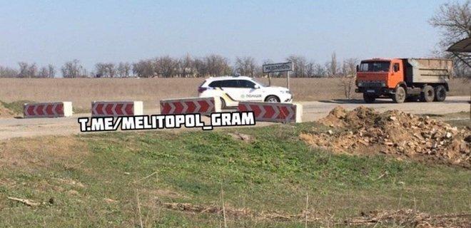 Коронавирус. Мелитополь закрыли на въезд и выезд, вокруг города - траншеи: видео