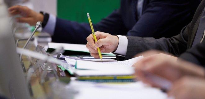 Тестирование, врачи-волонтеры и страховые выплаты: что обсудят в Раде 7 мая