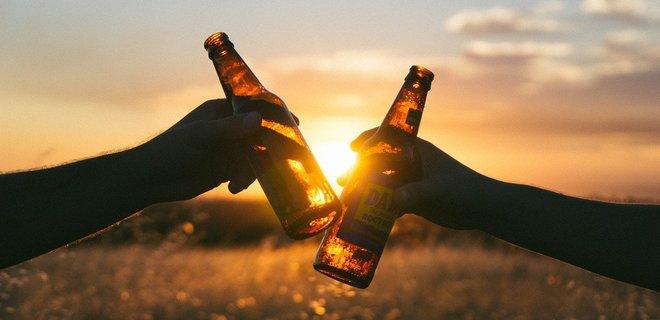 ВОЗ: Алкоголь повышает риск заражения коронавирусом и осложняет болезнь COVID-19