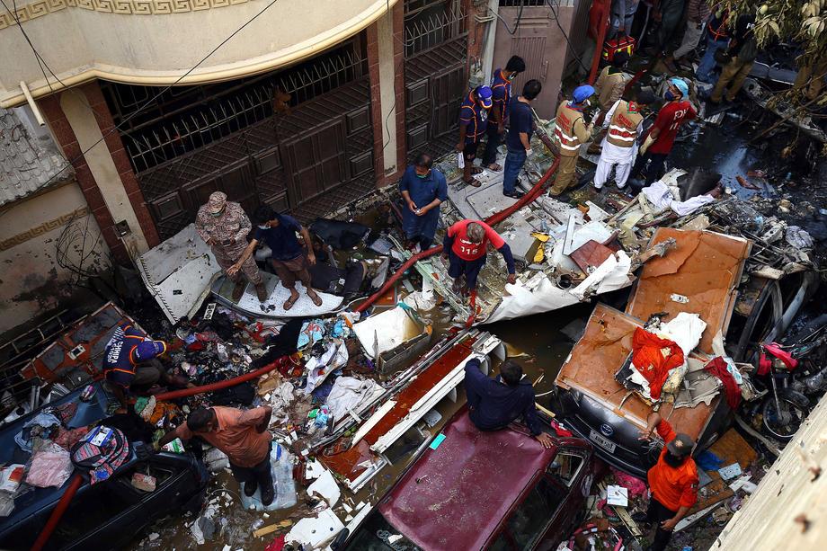 Число погибших в авиакатастрофе в Пакистане возросло до 97