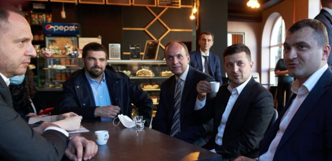 Зеленский во время карантина выпил кофе в кафе Хмельницкого. Ляшко ...