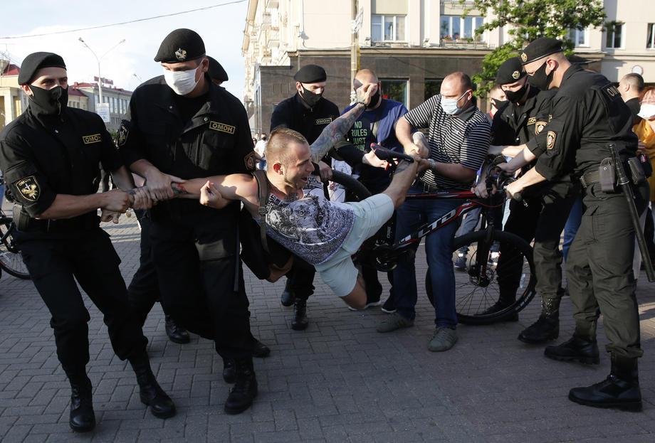 Протесты в Беларуси. Задержали более 100 человек: фото - новости ...