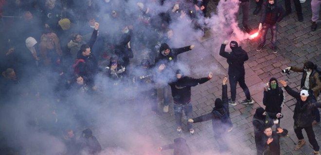 В Праге митинг против карантина перерос в ожесточенные столкновения с полицией: видео - Фото