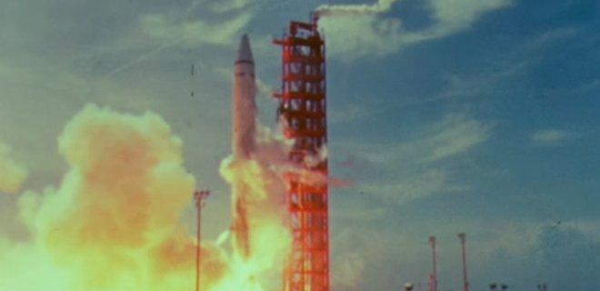 Привет из прошлого. К Земле прилетел кусок ракеты, запущенной к Луне в 1966 году: анимация - Фото