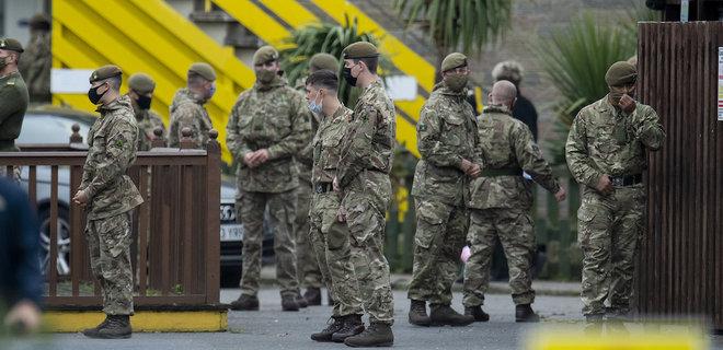 В Великобритании вернут уволенным из армии представителям ЛГБТ награды, которых их лишили - Фото