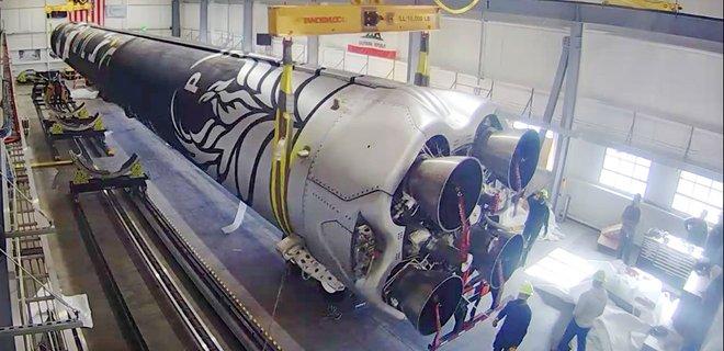 Firefly Aerospace показала установленную на космодроме ракету