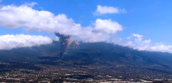 Извержение вулкана на испанских Канарах. Жителей острова Ла-Пальма эвакуируют: видео - Фото